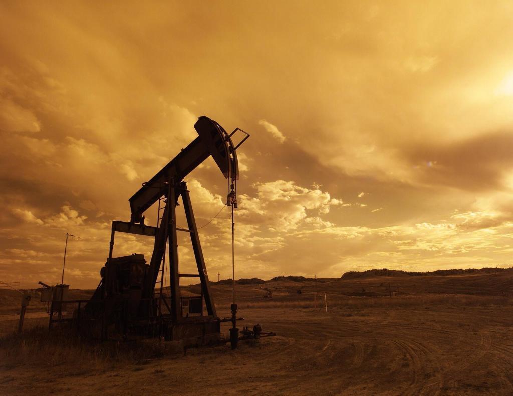 Hydraulic oil pump - Oil & Gas Industry Image